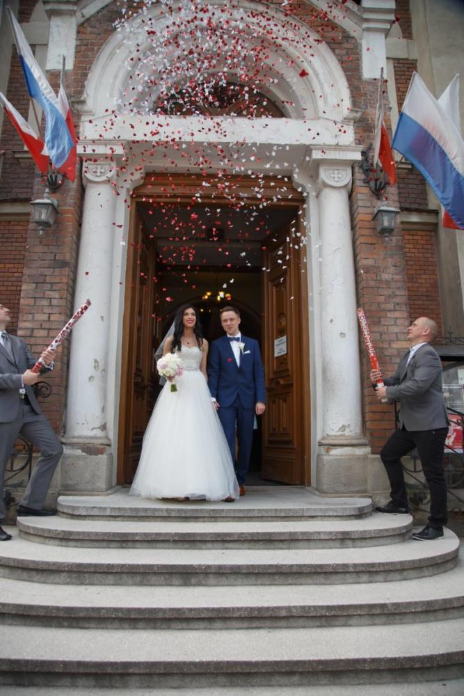 Konfetti po zaślubinach