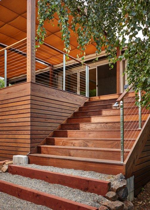 Modern exterior stairway