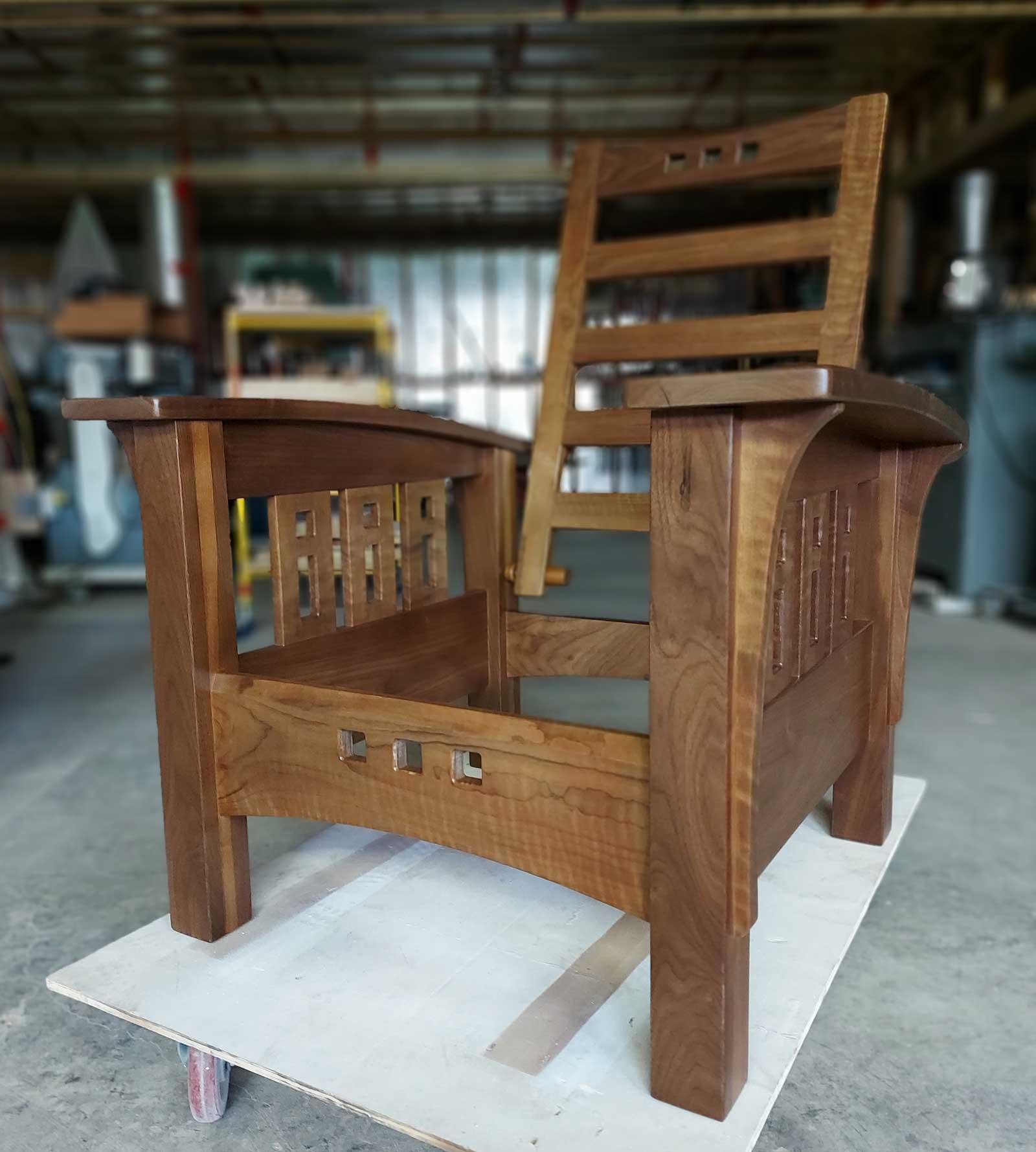 studiO massOn curly Walnut Morris chair version