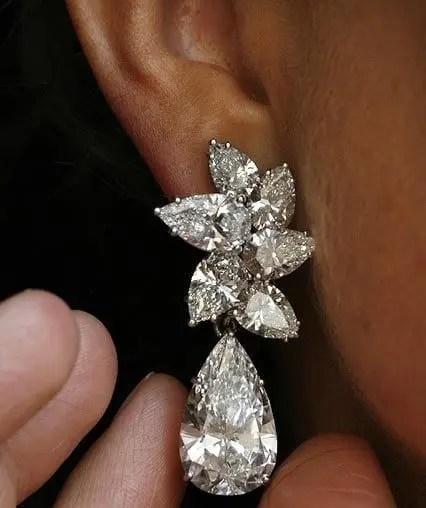 Gli orecchini