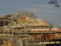 Construction crews continue to erect metal structures and supports as work progresses. The Planet Battu's mountainous landscape, along with craters and peaks, continue to near final formation as visible in the new photos below. Check here at Hollywood Studios HQ for the latest updates. Star Wars: Galaxy's Edge. Disney's Hollywood Studios. Photo by John Capos
