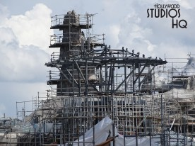 Crew activity is visible in the photos below as construction of this future land continues. Workers were busy painting terrain surfaces as well as wielding metal fabrication. Scaffolding surrounding towering mountain peaks supported crew members as they continued their work high above the Planet Batuu surface. Star Wars: Galaxy's Edge. Disney's Hollywood Studios. Photo by John Capos