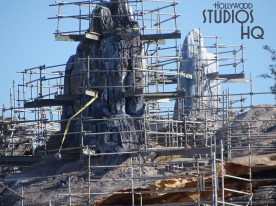 Crews continue to work on the exterior finish of Planet Batuu structures. A heavy duty crane was moved into position for further work. Stay connected to Hollywood Studios HQ for the latest Star Wars: Galaxy's Edge news. Disney's Hollywood Studios. Photo by John Capos