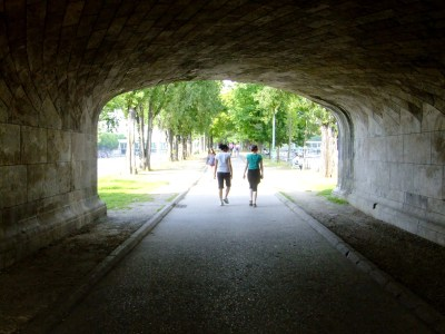 Under the Bridge: An Island in the Sun | Les Studios de Paris