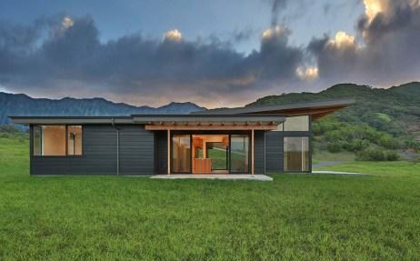 Exterior view of modern Hawaii custom home on Oahu
