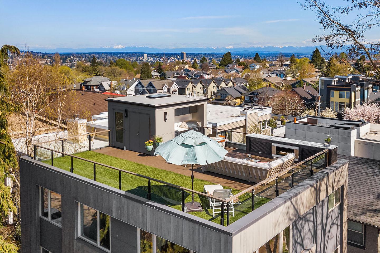 Modern roof deck in Queen Anne, Seattle, Washington
