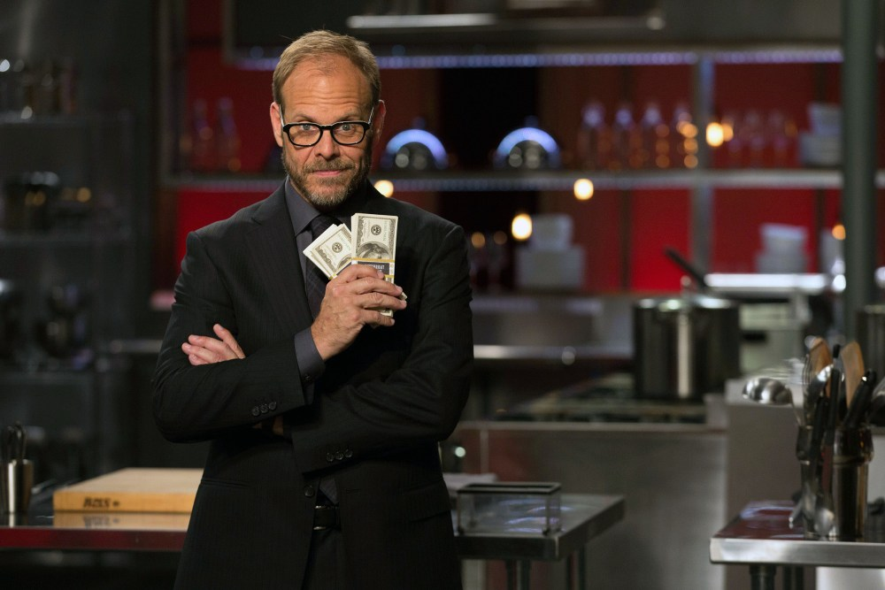 """4 Reasons Why Alton Brown Makes """"Cutthroat Kitchen"""" Better Than """"Chopped"""""""