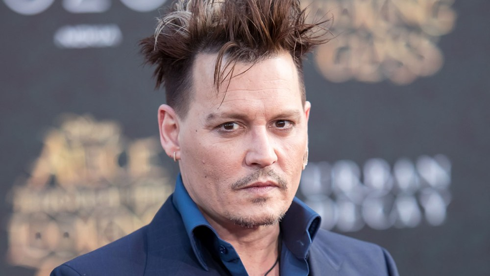 johnny depp admits to using an earpiece as well as generally