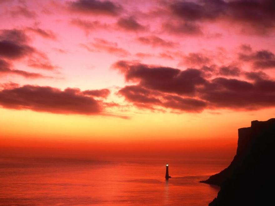 beachy_head_lighthouse_near_eastbou