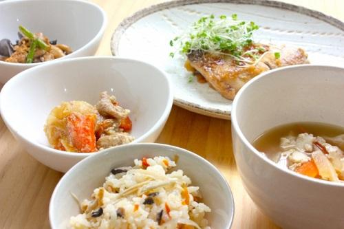 和食、炊き込みご飯、朝食