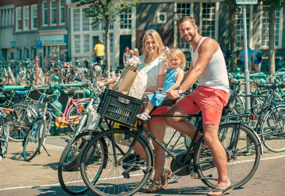 12 Reasons Why Dutch Moms Are The Happiest