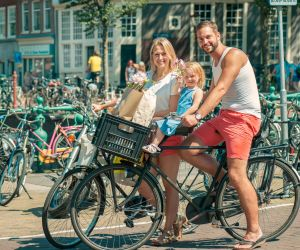 shutterstock_dutch-family