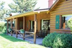 Lovely creekside cabin at El Western in Ennis