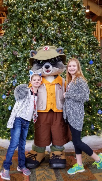 Meeting Oliver at Snowland at Great Wolf Lodge | © Stuffed Suitcase