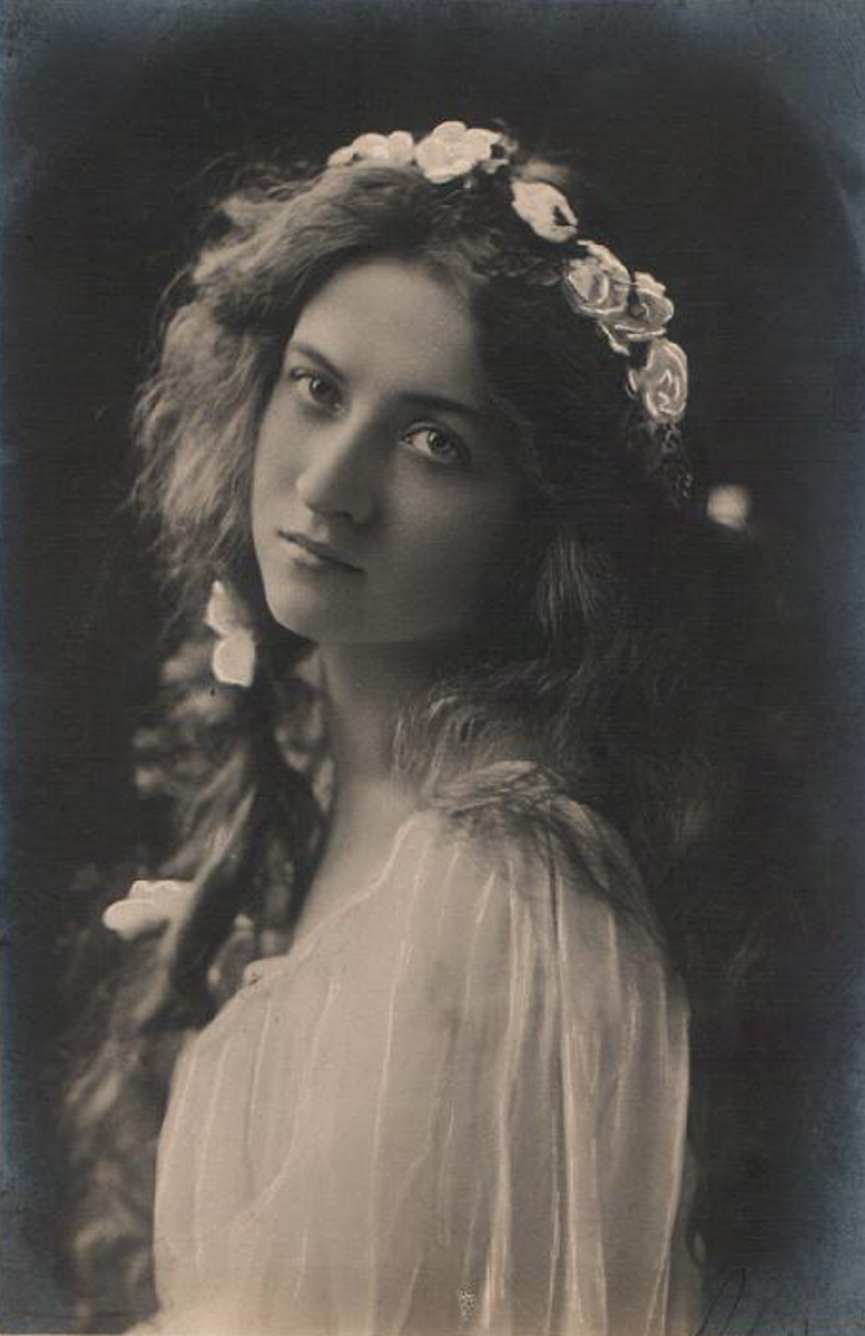 Maude Fealy Photographs And Biography