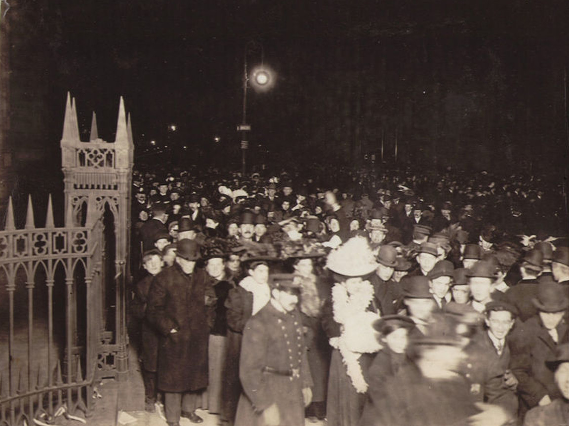 New Year s Eve Celebrations Of The Past  New York City 1906 New Year s Eve 1907 outside Trinity Church