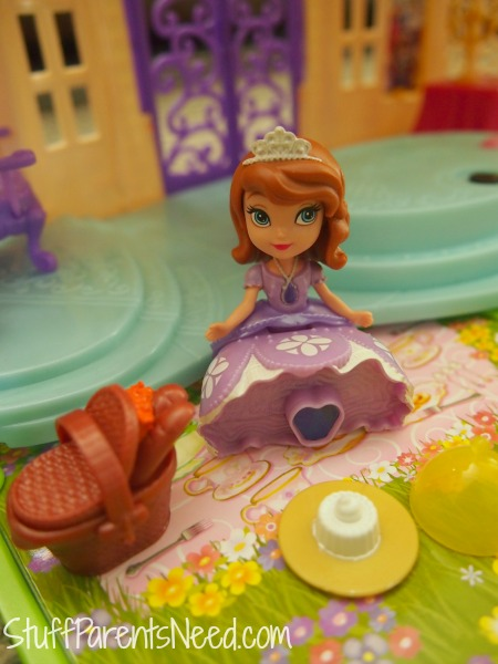 sofia the first magical talking castle picnic