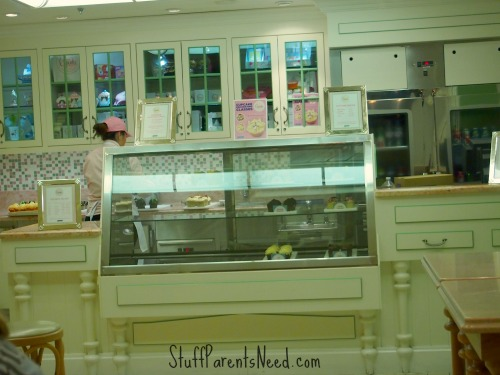 cupcake shop on freedom of the seas