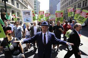 Steve DeAngelo Protesting in Oakland California