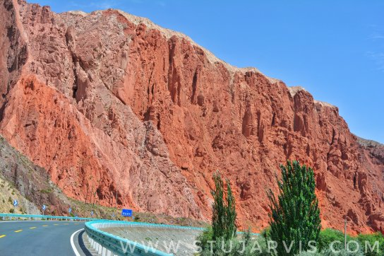 Red Rocks on the Karakoram Highway - Silk Road, China. www.stujarvis.com