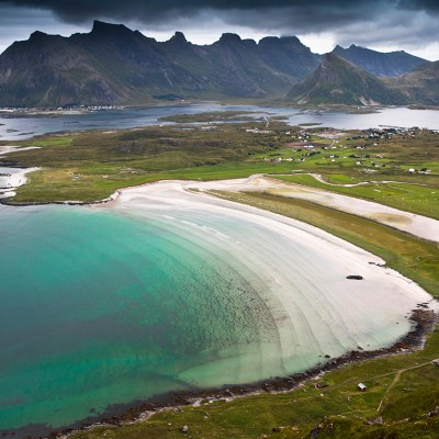 Hiking Roren viewpoint over Yttersand Beach in Lofoten