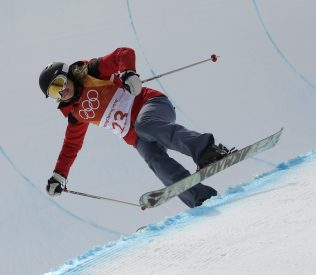 Elizabeth Swaney competing in Freestyle Skiing Half Pipe. Saved from tampabay.com. AP Photo/Kin Cheung