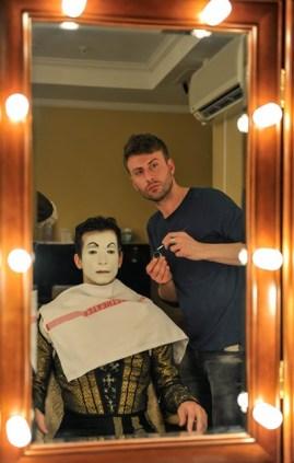 Roman Rädcher applies Özkan Ayiks makeup before the Romeo performance