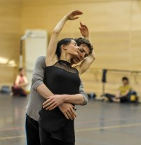 Rehearsal in studio for the gala: Myriam Simon and Evan McKie in the 3rd movement of initials R.B.M.E. (Cranko)
