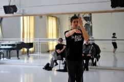 Roland Havlica rehearsing for Le Chant du Rossignol, in the back: Marco Goecke and Rolando D'Alesio