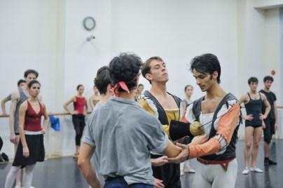 Rehersal of Romeo and Juliet: Pablo von Sternenfels as Mercutio, Louis Stiens al Benvolio, Robert Robinson as Tybalt and Constantine Allen as Romeo
