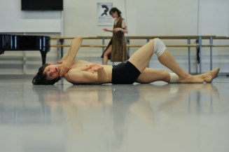 David Moore in a Salome rehersal, Elisa Badenes in the background