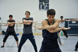 Fabio Adorisio (in the background: Adhonay Soares da Silva, Kieran Brooks) in the rehearsal of Marco Goecke's Le Spectre de la Rose
