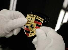Porsche 2015 to-date global sales top FY 2014: Hans-Peter Porsche rejoins Porsche SE board: Porsche crest. Credit: Porsche AG