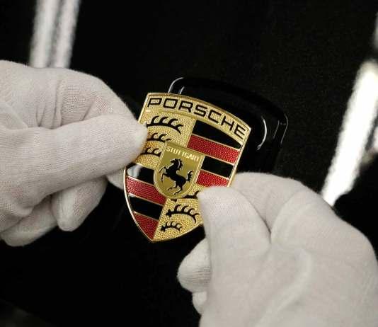 Porsche 2015 to-date global sales top FY 2014: Hans-Peter Porsche rejoins Porsche SE board: Porsche crest. Credit: Porsche AG