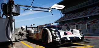 Magnussen, Evans, Turvey test Porsche 919: 919 in Barcelona pits for 2015 Magnussen test. Credit: Porsche AG