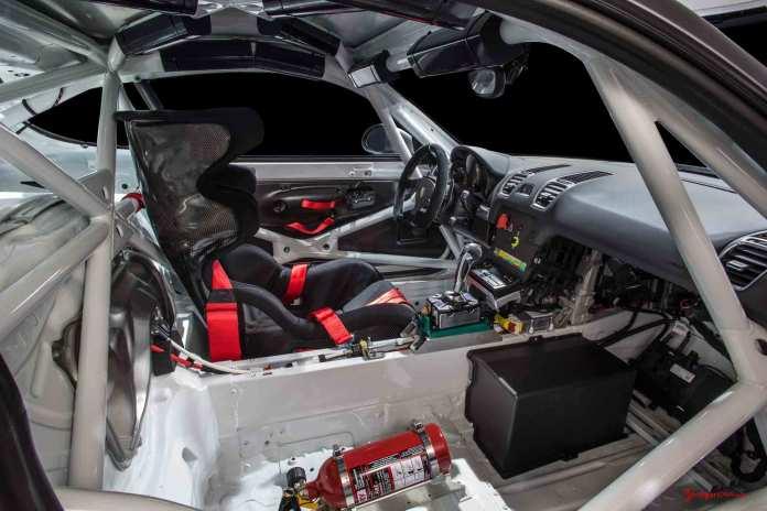 Cayman GT4 Clubsport 2015 LA debut: GT4-Clubsport-LA-debut-passengerr-interior. Credit: Porsche AG