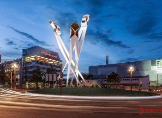 Porsche SE wins another Appeals Court case: Porscheplatz and sculpture draft at night. Credit: Porsche AG