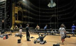 Aufwärmen auf der Bühne vor der Vorstellung
