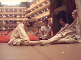 """Japan Gastspiel, """"Die Nachbarn"""" warten auf ihren Auftritt, Foto: Stuttgarter Ballett"""