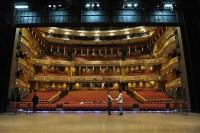 China-Gastspiel, Jason Reilly (Armand Duval) und Damiano Pettenella (Monsieur Duval) auf der Bühne, Foto: Roman Novitzky
