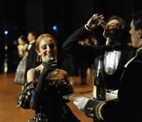 China-Gastspiel, Magdalena Dziegelewska (Prudence) und Filip Barankiewicz (Gaston), Foto: Roman Novitzky