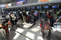 China-Gastspiel, Checkin am Shanghai Inernational Airport - wir reisen weiter nach Peking, Foto: Roman Novitzky