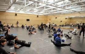 Company Training im großen Ballettsaal - besonders schwer für unsere Tänzer, wegen der Schräge von 5%