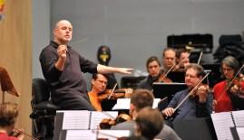 Das Staatsorchester Stuttgart probt unter der Leitung von James Tuggle.