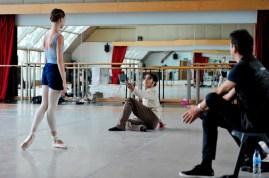 Anna Osadcenko und Jason Reilly proben mit dem Stellvertretenden Ballettintendanten Tamas Detrich