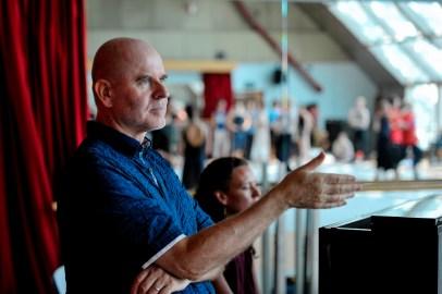 Dirigent James Tuggle mit Catelijne Smit am Klavier während der Probe im Ballettsaal