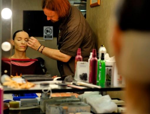 Miriam Kacerova in der Maske mit Uwe Wagner vor ihrem Debüt in Onegin.