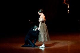 Miriam Kacerova (Tatjana) und Alexander Jones (Onegin) im dritten Akt.