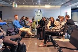 Die Tänzer in der Abflughalle am Frankfurter Flughafen.