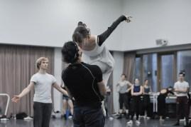 Elisa Badenes und Daniel Camargo proben die Hochzeitsszene mit ihrem berühmten Kuss in Romeo und Julia.